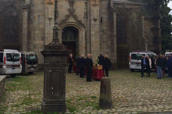 La cérémonie des obsèques des quatre membres de la famille Troadec s'est déroulée ce vendredi 19 mai en l'église Saint-Houardon à Landerneau (Finistère)