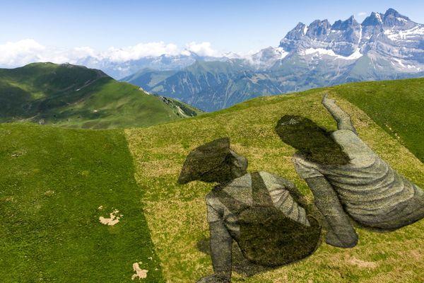 L'artiste Saype a conçu cette oeuvre géante au cœur des Portes du Soleil, entre la Haute-Savoie et la Suisse.