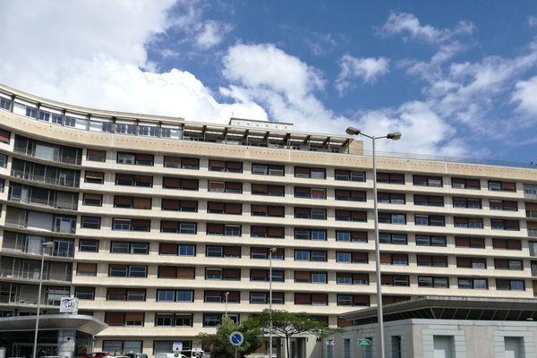 Une dizaine de médecins de Clermont-Ferrand ont tiré la sonnette d'alarme samedi 14 mars quant à l'évolution de l'épidémie du virus Coronavirus COVID-19. Après les mesures prises par le gouvernement, les médecins sont rassurés.