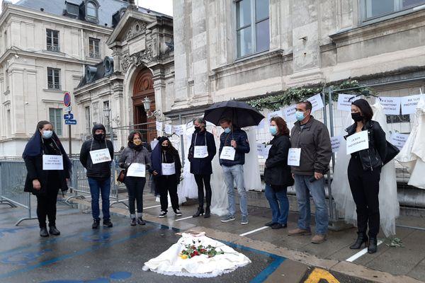 Les professionnels du mariage ont lancé un appel à l'aide au préfet de l'Isère, mardi à Grenoble.
