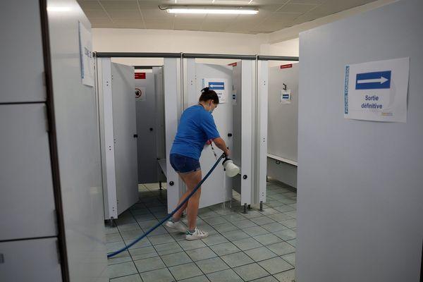 Après chaque créneau d'une heure et demie de natation, une demi-heure sera consacrée au nettoyage et à la décontamination des installations.