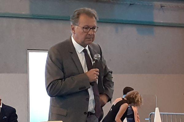 Pierre Cuny, à la lecture des résultats des municipales à Thionville.