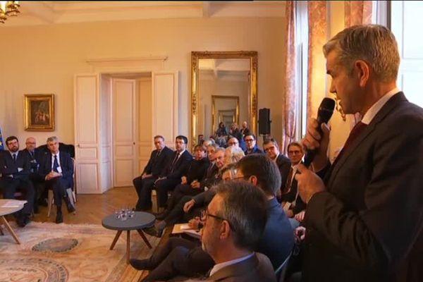 David Marti, le maire du Creusot, plaide pour la défense des services publics lors de la rencontre entre Emmanuel Macron et des élus de Saône-et-Loire jeudi 7 février 2019