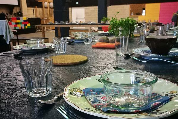 Se réunir autour d'une table, c'est important pour se connaître.