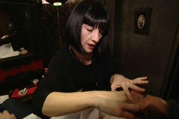 Emmanuelle a passé un stage chez un coiffeur et barbier à Lyon;