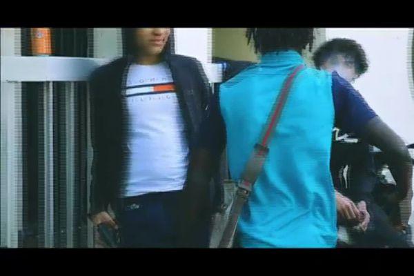 Sur cette vidéo plusieurs individus revendiquent leur trafic de drogue à Villeurbanne quartier du Tonkin.