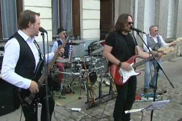 Un groupe de musique amateur dans les rues de Valenciennes ce samedi