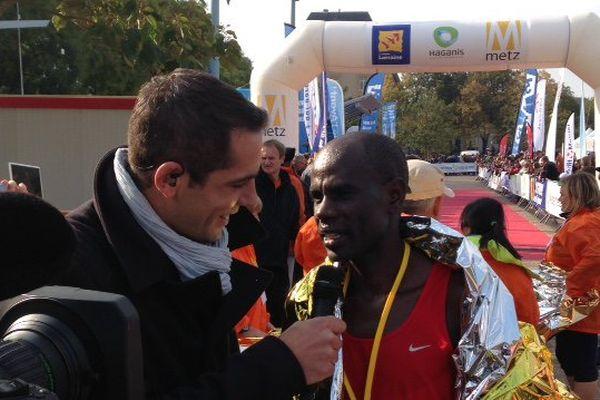 Yoann Rodier avec le Kenyan Mark Tanui l'emporte à Metz, dimanche 11 octobre 2015, en 2h 13min et 35 secondes, devant ses compatriotes Ezekiel Koech et Isaac Birir