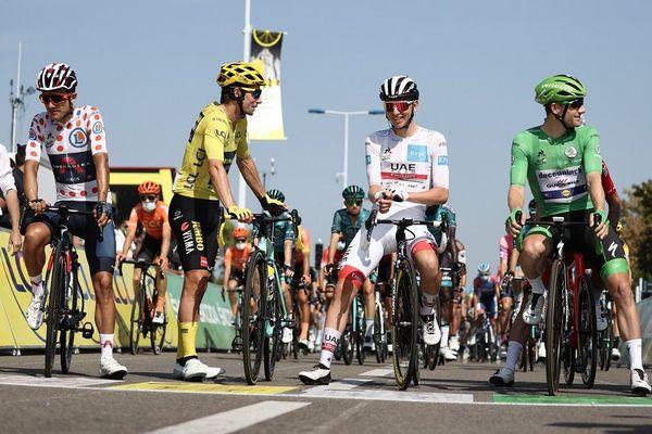 Avant le départ de la 19e étape du Tour de France à Bourg-en-Bresse ... 18/9/20