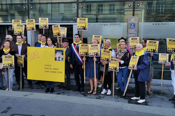 Les habitants de Lacanau Océan sont venus porter une pétition au siège régional à Bordeaux