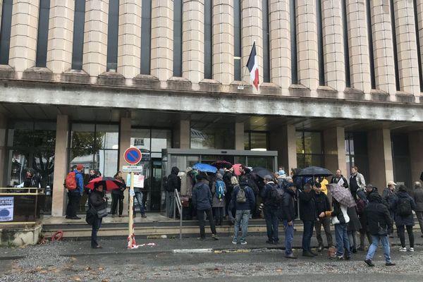Plus de 800 personnes avaient manifesté leur soutien aux 7 de Briançon à leur procès au tribunal de Gap.