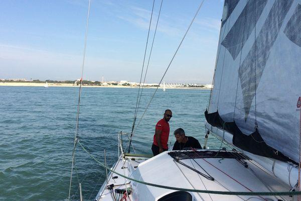 Sidney Gavignet et son équipier omanais Fahad Al Hasni dans la baie de la Rochelle