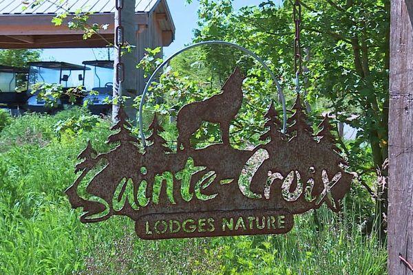 A partir du mercredi 20 mai 2020 les lodges du Parc animalier de Sainte-Croix (Moselle) rouvre une partie de ses hébergements. La saison touristique va enfin débuter.