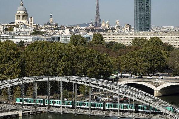 La CGT appelle à une grève vendredi 14 décembre à la RATP et la SNCF.