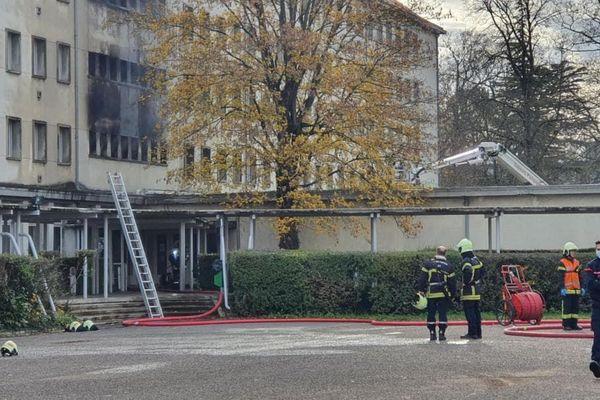 Le feu s'est déclaré sur un étage de l'internat