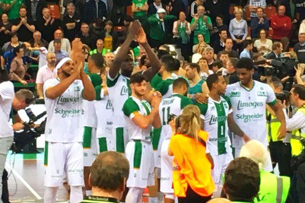 Les joueurs et le public de Beaublanc ont longuement célébré la victoire