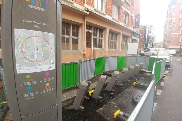 Une station du Vélib' Métropole, en travaux, dans le 14ème arrondissement de Paris.