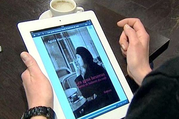 Agnès Martin-Lugand a écrit son premier livre disponible pour les tablettes.