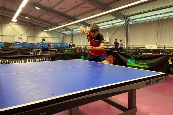 Lucas Créange, en route vers les Jeux paralympiques de Tokyo, est classé 4e joueur mondial de tennis de table adapté.