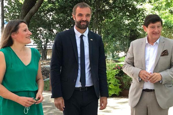 Valérie Rabault, députée du Tarn-et-Garonne, Michaël Delafosse, maire de Montpellier et président de la métropole, Patrick Kanner, sénateur du nord, posent dans les jardins de la Maison des relations internationales, à l'issue de leur conférence de presse commune - 6/09/2021