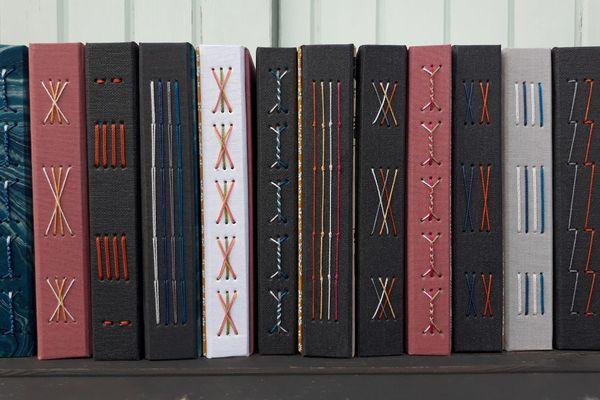 A Clermont-Ferrand, un atelier reliure est proposé deux fois par mois par la maison d'édition Cosette Cartonera.