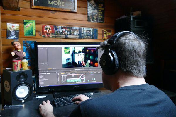 Montage et post-production des épisodes de Malfaizzants City sous l'œil vigilant du colonel Pat !