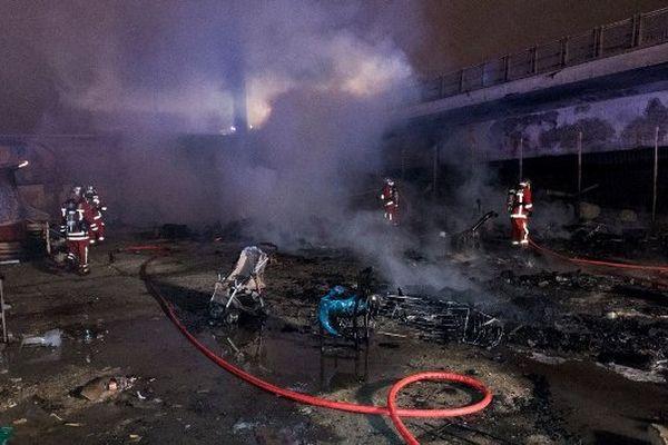 Les pompiers sont rapidement intervenus pour maîtriser le sinistre