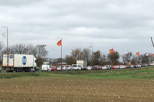On pourrait se croire le week-end avant Noël, mais non, c'est juste avant le reconfinement, ce 29 ocotbre 2020, près de la zone commerciale de Cora à Rots, dans le Calvados