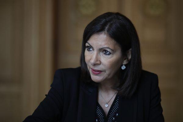 La maire de Paris, Anne Hidalgo, alerte sur la pollution atmosphérique générée par le retour des véhicules thermiques.