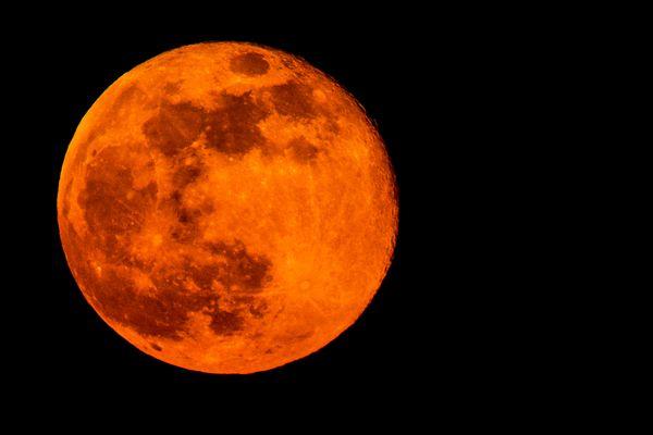 La lune rousse est aussi sujette à beaucoup de croyances et de superstitions