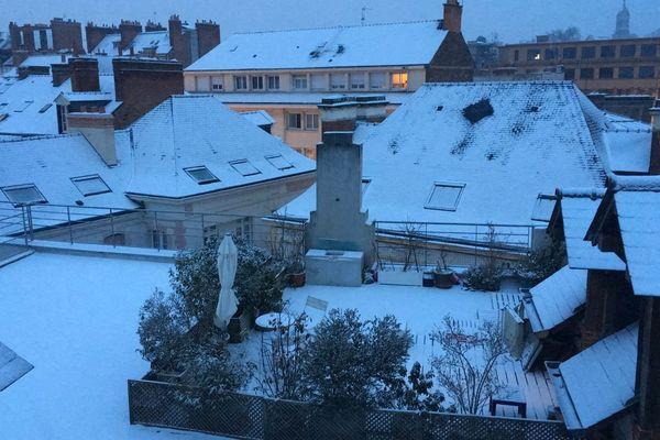 À Rennes, la neige est tombée durant la nuit, laissant un joli spectacle au petit matin.