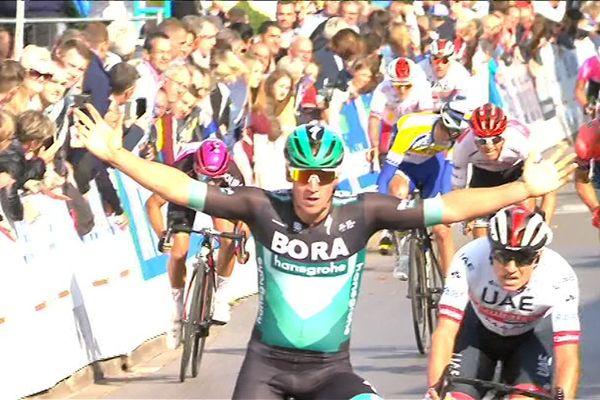 L'Allemand Pascal Ackermann triomphe une nouvelle fois à Fourmies.