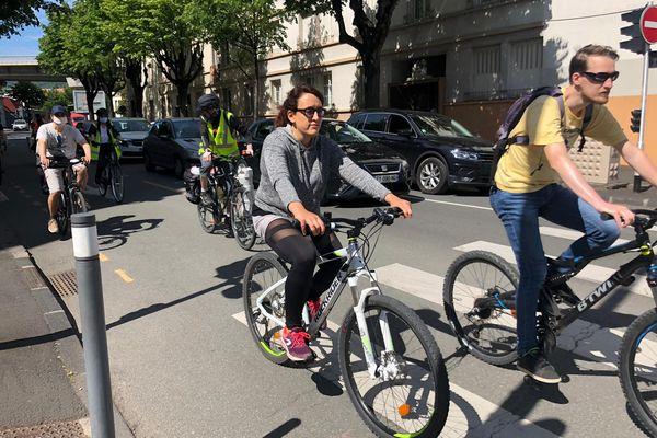 """""""Vélotafeurs"""", cyclistes occasionnels,... Une centaine de personne a parcouru 8 kilomètres à vélo samedi 29 mai pour demander plus de sécurité."""