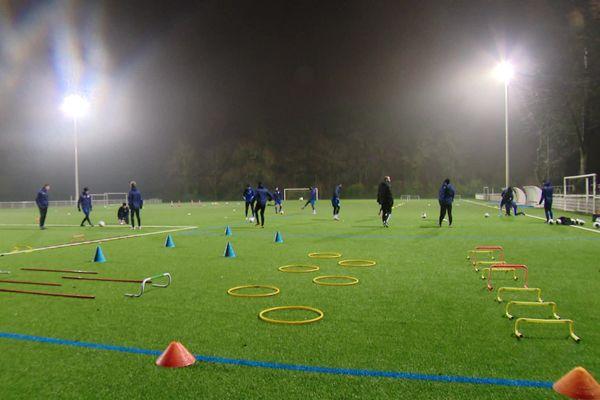 Les joueurs du FC Dieppe démarrent désormais leurs entraînements à 6h30 pour respecter le couvre-feu.