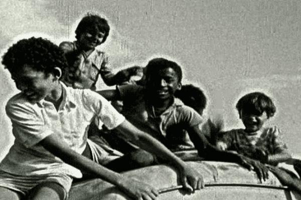 Plus de 1600 enfants de l'Ile de la Réunion ont été arrachés à leur famille et envoyés en métropole entre 1963 et 1982