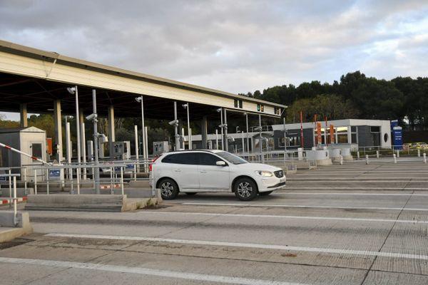 C'est au péage autoroutier de Béziers Ouest (Hérault) que les douaniers ont intercepté le véhicule dans lequel était cachée la cocaïne.
