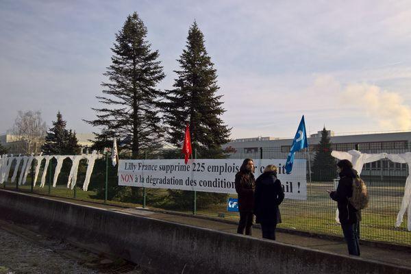 Les salariés se sont mobilisés mercredi à Fegersheim contre les suppressions de postes.