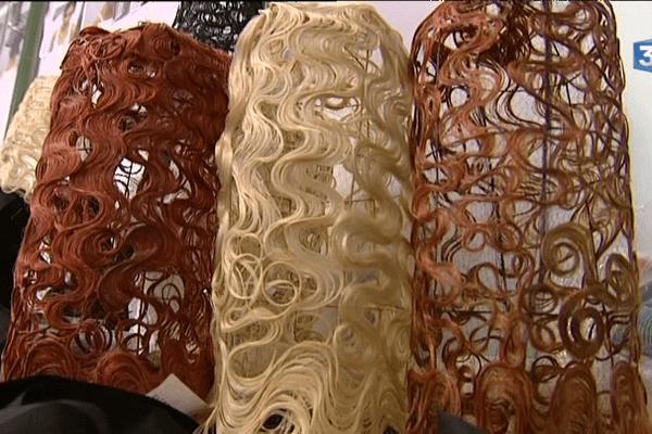 Des coiffes bigoudènes confectionnées avec des cheveux naturels.