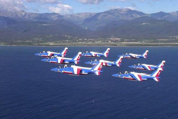 28/04/16 - La patrouille de France en entraînement dans le ciel de la Corse, sur la base aérienne de Solenzara.