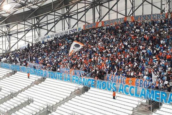 """Tifo marseillais """"Quand notre foi s'élèvera, toute la France nous acclamera !!!"""" au Vélodrome;"""