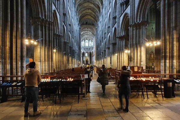 Rouen le 6 décembre 2020 : un peu moins de 300 fidèles dans la cathédrale