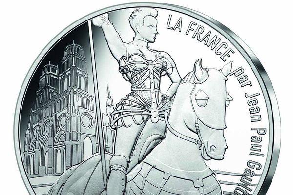"""""""La France par Jean-Paul Gaultier"""" met nos régions à l'honneur. Porte-drapeau du Centre-Val de Loire, Jeanne d'Arc"""