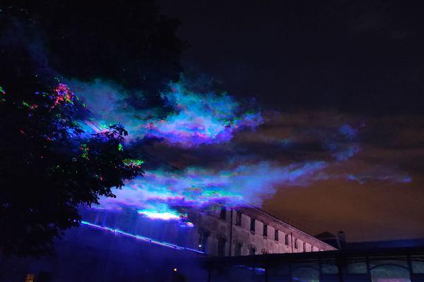"""""""Borealis"""" imite une aurore boréale, en pleine ville."""