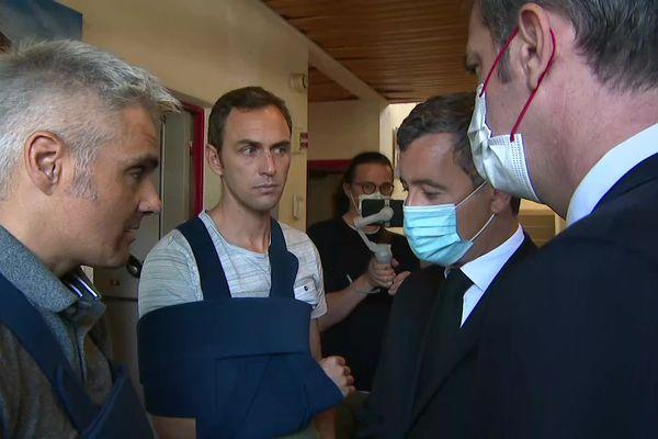 Les ministres Olivier Véran et Gérald Darmanin ont rencontré les deux gendarmes blessés dans le crash.