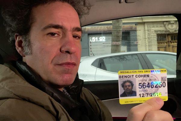 Benoit Cohen et sa licence de chauffeur de taxi new-yorkais