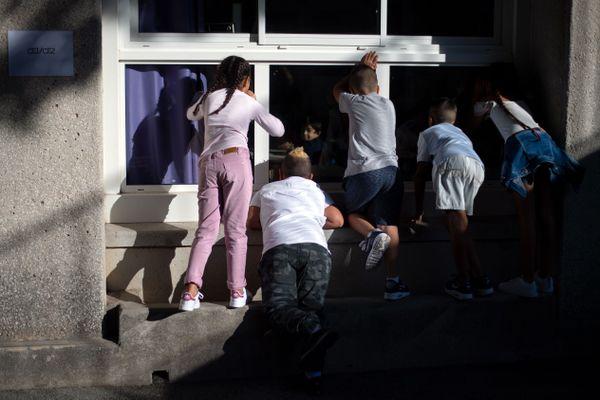 Rentrée des classe à l'école élémentaire de Beauchene, à Marseille