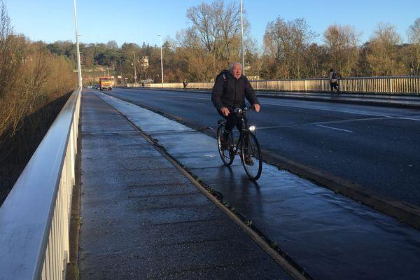 Le pont Napoléon à Tours enregistre une hausse de passage de cyclistes de 41% en un an.