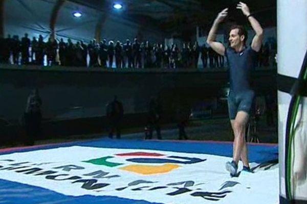 En 2013, Lavillenie avait échoué à 5,83 mètres. Cette année, il remporte le concours en franchissant les 5,84 mètres.