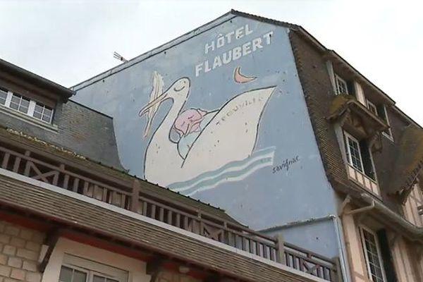 Les affiches de Raymond Savignac recouvrent les murs de Trouville