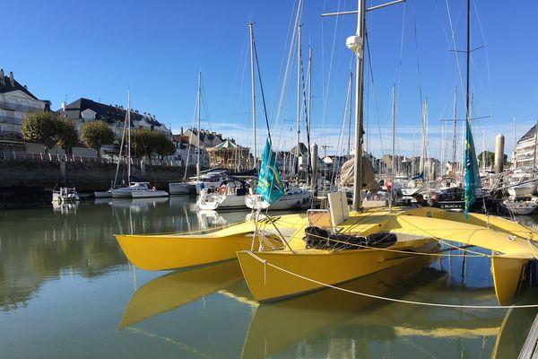 Happy, le trimaran jaune de Loïck Peyron, amarré au port de La Baule-Le Pouliguen